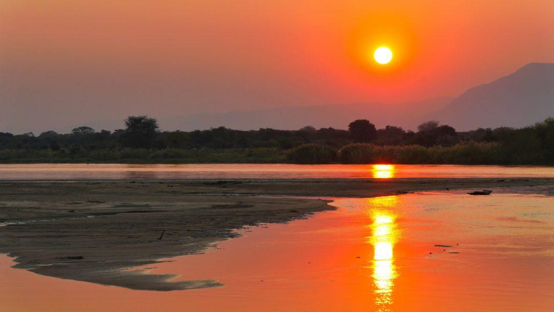 ZAMBIA Lower Zambezi Sunset